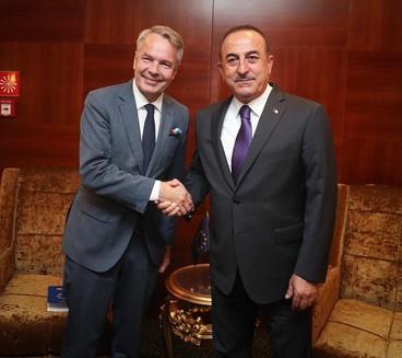 Çavuşoğlu Sudan'da Fin mevkidaşı Pekka Haavisto ile   görüştü