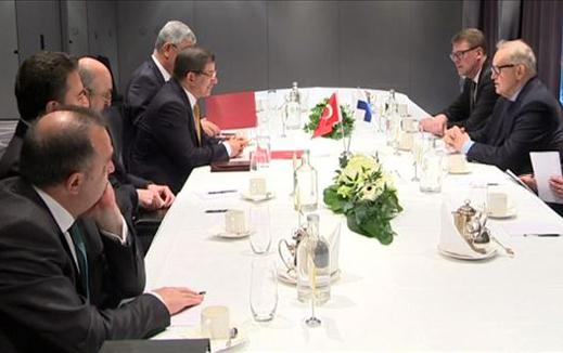Davutoğlu, Finlandiya eski Cumhurbaşkanı Martti Ahtisaari ile görüştü