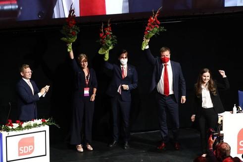 Sanna Marin SDP Genel Başkanı seçilirken Ville Skinnari genel başkan yardımcısı oldu
